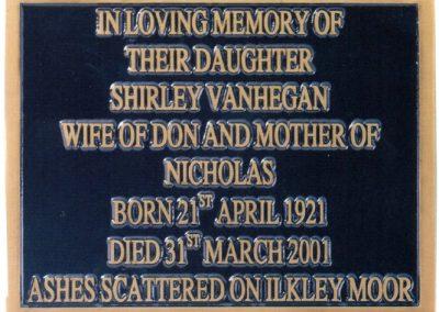 Placa para sepultura en relieve